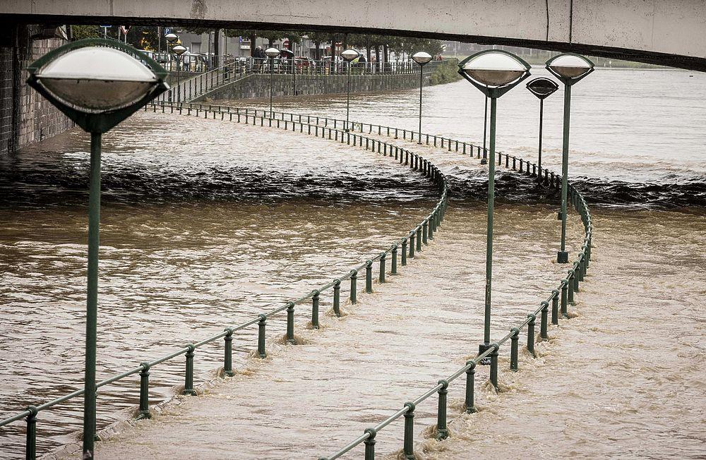 Наводнение в Германии ударило по преемнику Меркель Лашету