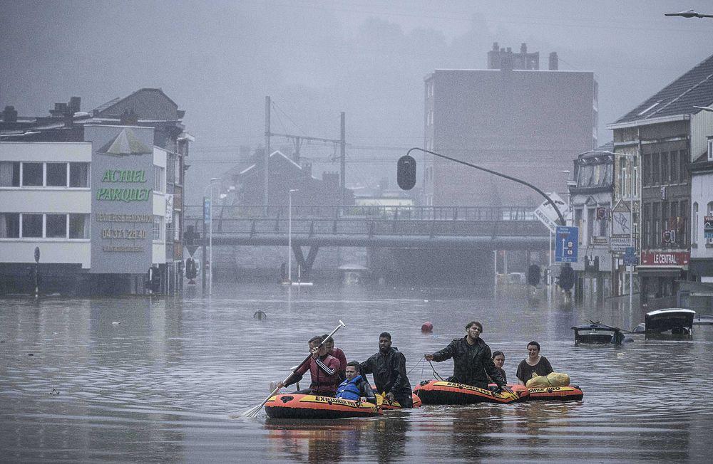 Европу заливает: новые фотографии потопа в Бельгии и Германии