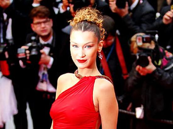 Подписчиков смутил наряд телевезды, в котором она появилась на красной дорожке кинофестиваля