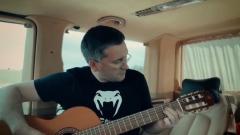 «Добрый вечер, мисс»: экс-губернатор Ямала спел про любовь под гитару