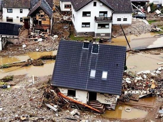 Германия: Наводнение немцы назвали катастрофой века