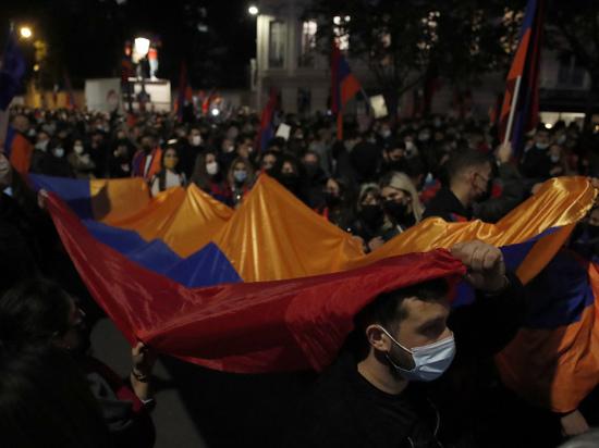 Армения и Франция объединились? Если подобная коалиция существует, то кто останется в проигрыше? Кто выиграет? Ведь такой союз априори другим быть не может