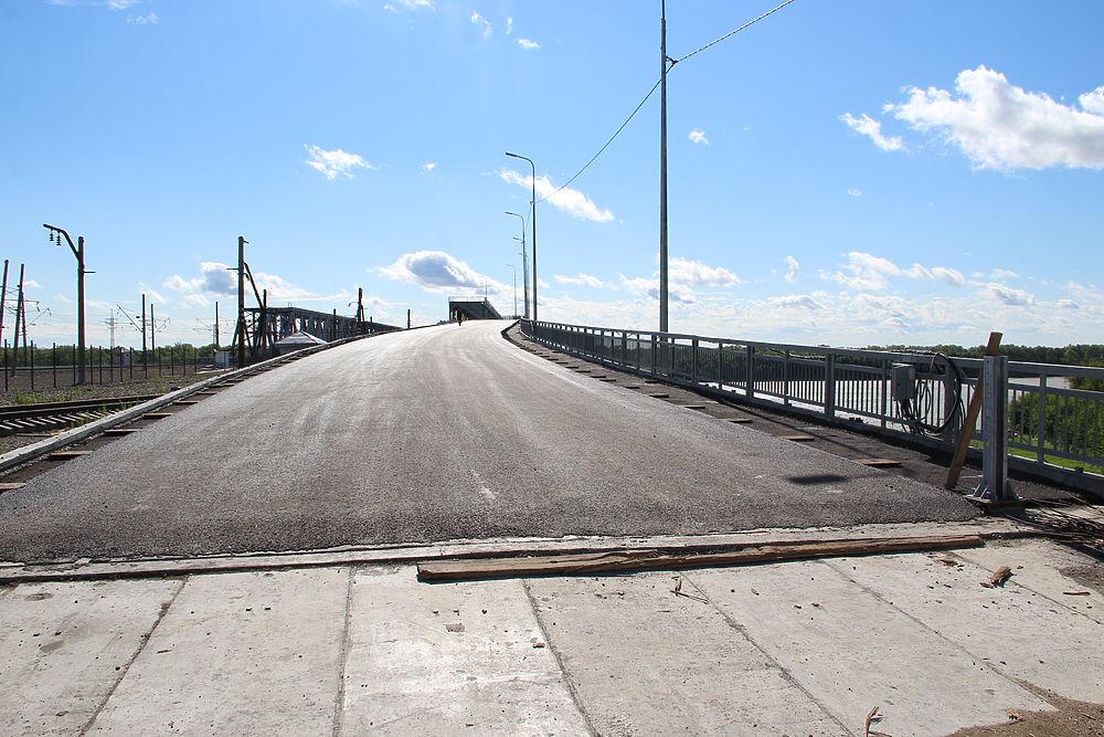 Кладут асфальт и скоро откроют движение: как сейчас выглядит Старый мост в Барнауле