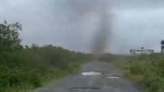 Комариный смерч затмил солнце на Камчатке: кадры очевидцев