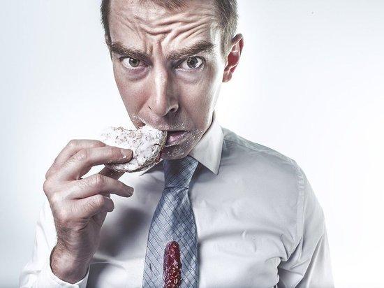 Подозреваемый не смог изображать потерю сознания, когда почувствовал запах еды