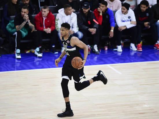 «Милуоки Бакс» одержала победу в пятом матче финала НБА