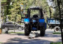 В бывшей столице Казахстана трактор достаточно эпично сбил бронзового Виктора Цоя