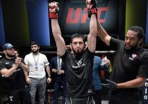 """18 июля в Лас-Вегасе (США) на арене UFC Apex состоялся турнир UFC on ESPN 26. В главном поединке шоу россиянин Ислам Махачев встретился с бразильцем Тиаго Мойзесом. """"МК-Спорт"""" рассказывает подробности."""