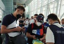 Самолеты с олимпийскими спортсменами из России приземлились в Токио в воскресенье, 18 июля. И после долгих проверок в аэропорту они уже прибыли в Олимпийскую деревню, осмотрелись, но не все остались довольны. «МК-Спорт» расскажет о первых впечатлениях наших атлетов в Японии.