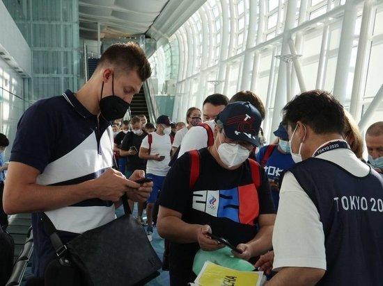«Потолки низкие, мыла нет»: российские олимпийцы прибыли в Токио