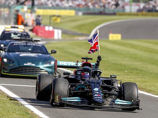 Льюис Хэмилтон стал победителем Гран-при Великобритании