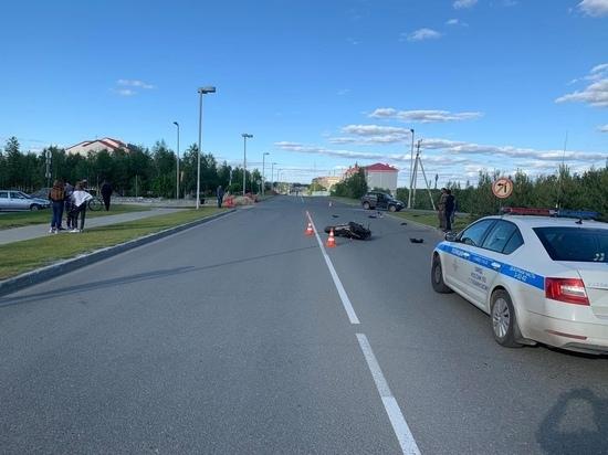 Перелетели через капот: жесткое ДТП с авто и мотоциклом попало на видео в Губкинском