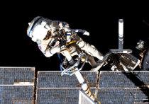 Российские космонавты на МКС могут лишиться возможности выходить в открытый космос, так как заканчивается срок действия у имеющихся на станции скафандров «Орлан-МКС»