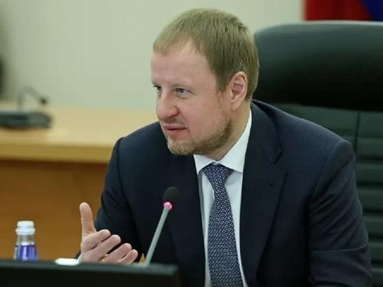 Виктор Томенко поручил уладить ситуацию с приемом детей в первый класс