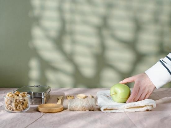 Эндокринолог Бочарова объяснила, кому противопоказано есть зеленые яблоки
