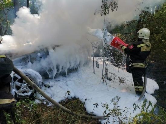 МЧС Калмыкии ликвидировало пожар в лобовом столкновении