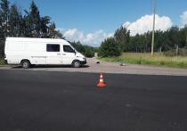 Велосипедиста госпитализировали после аварии с «Мерседесом» в Псковской области