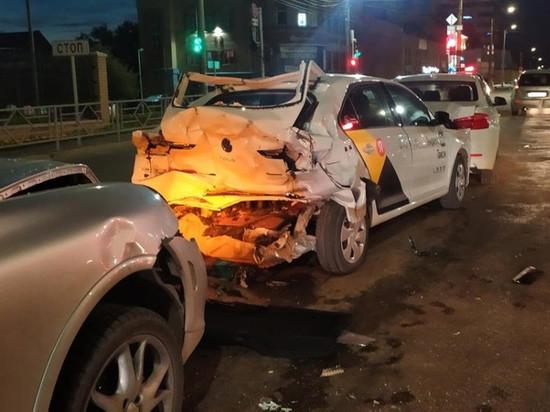 В Кирове столкнулись три иномарки и «Лада Калина». Один водитель был пьян