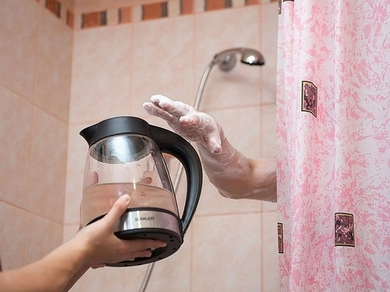 Жители дома № 3 по проспекту Дружбы города Курска полтора месяца мучаются без горячей воды