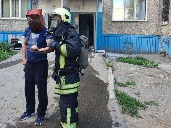 Из-за пожара в барнаульской многоэтажке эвакуировали около полсотни человек