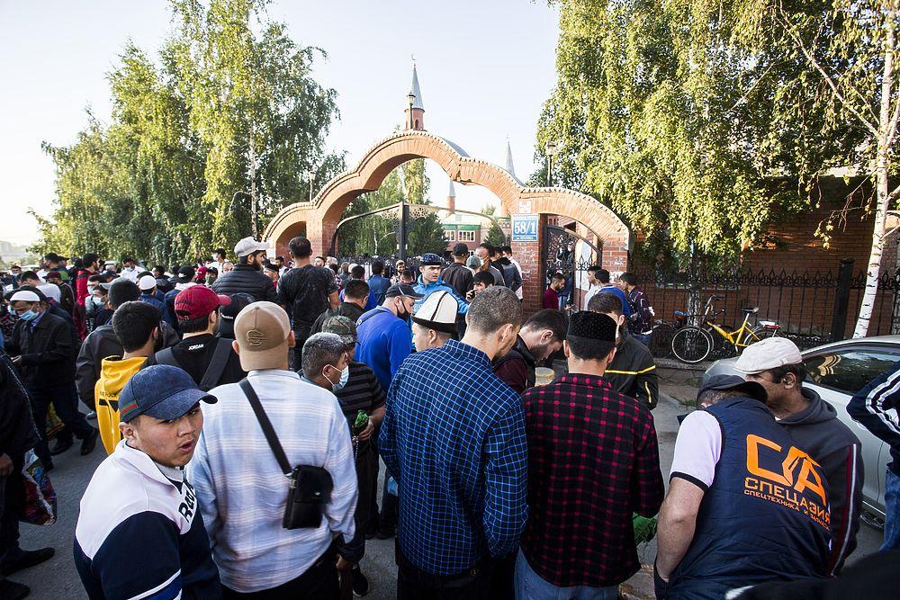 Курбан-байрам в Новосибирске: молитва на рассвете и жертвоприношение барашка – 15 фото с мусульманского праздника