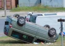 Два автомобиля перевернулись в результате ДТП в Пскове