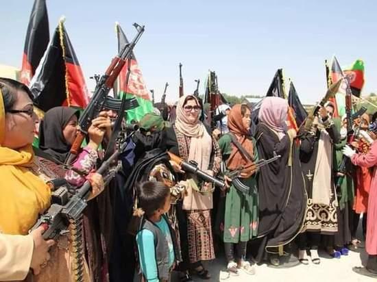Афганские женщины создают отряды самообороны: «Талибан» громит правительственные войска