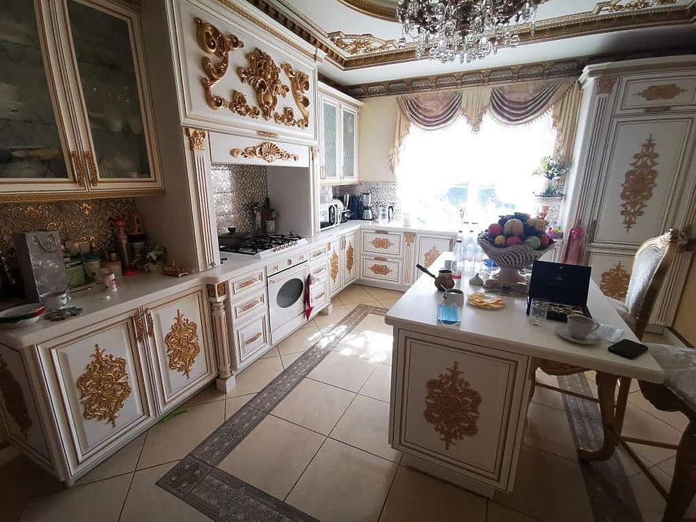 Кадры дома главы ГИБДД Ставрополья Сафонова вызвали оторопь: золотой дворец