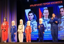 В Балаклавском Дворце культуры Герой Росси Антон Шкаплеров открыл экспозицию нового музея космонавтики