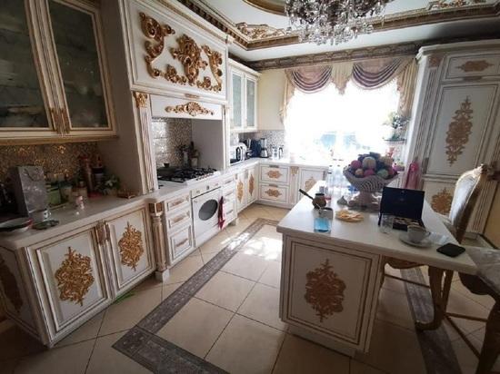 Брат ставропольского главы ГИБДД заявил, что «золотой» дворец ему «подкинули»