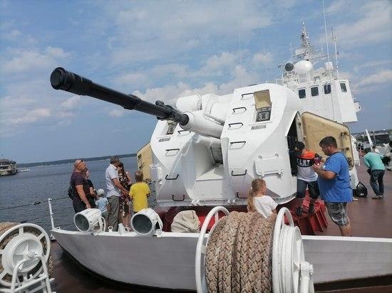 Пограничный сторожевой корабль «Чебоксары» принимает гостей