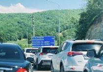 Кубанские дороги каждое лето проверяются на прочность нескончаемым потоком автомобилей отдыхающих