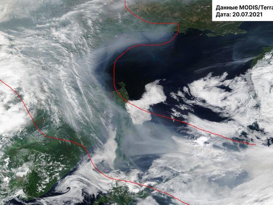 Дым лесных пожаров из Якутии окутал Сахалин