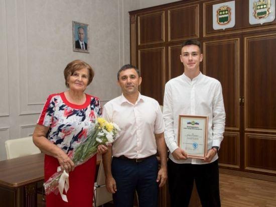Мэр Благовещенска встретился с 20-летним легкоатлетом, взявшим «золото» на Первенстве России