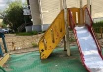 Опасно играть: состояние бесхозной детской площадки беспокоит жителей Нового Уренгоя