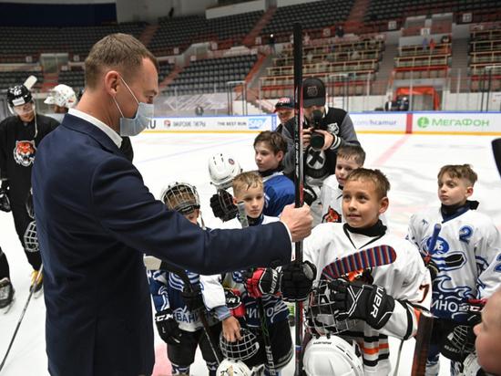 Игроки «Амура» провели мастер-класс для маленьких игроков в хоккей