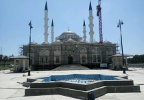 В крымской столице после пандемии возобновили роспись Соборной мечети «Биюк Джума джами»
