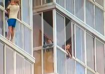 В Иркутске уже несколько дней обсуждают ЧП, которое произошло 13 июля: тогда мужчина собирался скинуть с балкона 13-го этажа своего трехлетнего сына