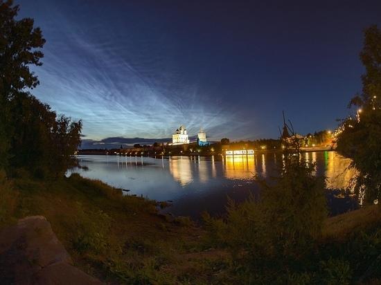 Серебристые облака над Псковом снял астроном-любитель