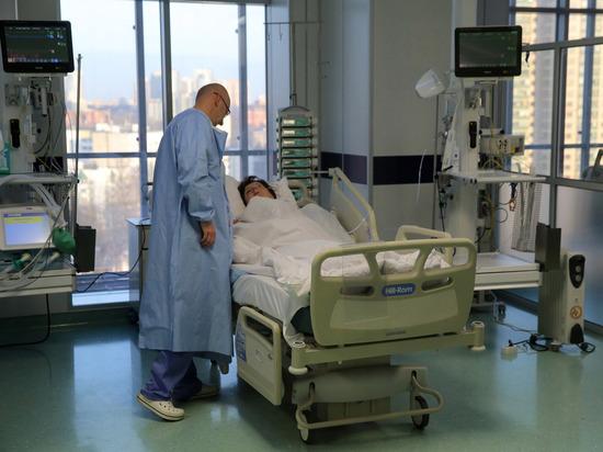 Эпидемиолог опроверг заявления Смольного о причинах роста заболеваемости COVID-19