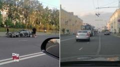 Шкода и камуфляжный Инфинити врезались в троллейбус в Петрозаводске