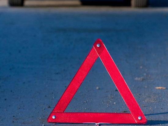 В Боровичском районе занесло автомобиль, пострадали два человека