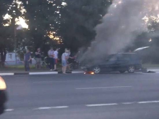 В Ярославле автомобиль загорелся на ходу