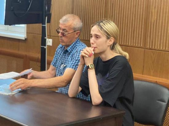 Как сидит студентка, устроившая смертельное ДТП в Солнцеве