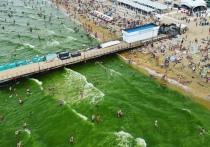 В Анапе море стало изумрудным