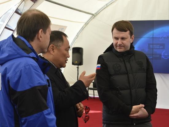 Шолбан Кара-оол поздравил Максима Орешкина с днем рождения