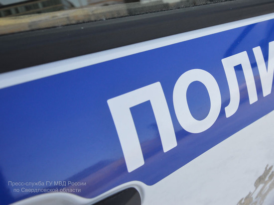 Злоумышленник не смог завести мотоцикл Хонда и уснул в подъезде в Екатеринбурге