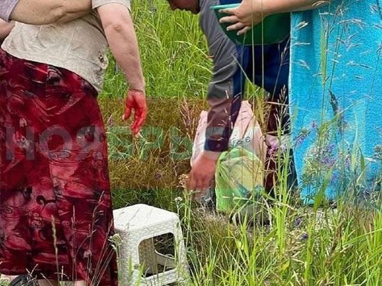 Женщина упала в яму с кипятком на улице Ноябрьска