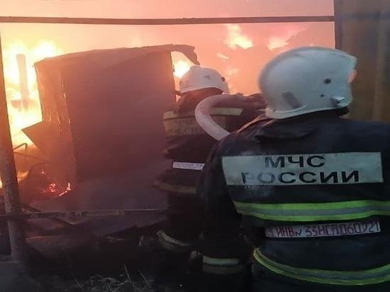 В Ленинском районе Астрахани сгорел жилой дом, пострадавших нет