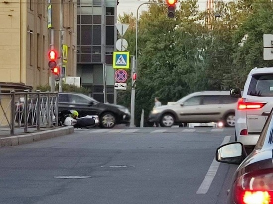 На проспекте Медиков мотоцикл попал под колеса автомобиля